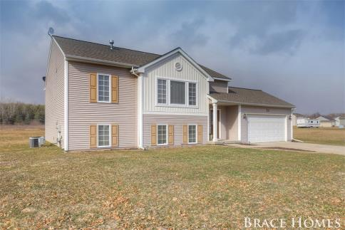 7419 Black Pine Dr NE, Cedar Springs, MI 49319 US Grand Rapids Home